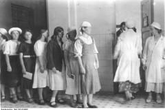 Bundesarchiv, Bild 183/B19880, Photo: Knoedler, 1942. Creative Commons CC-BY-SA 3.0