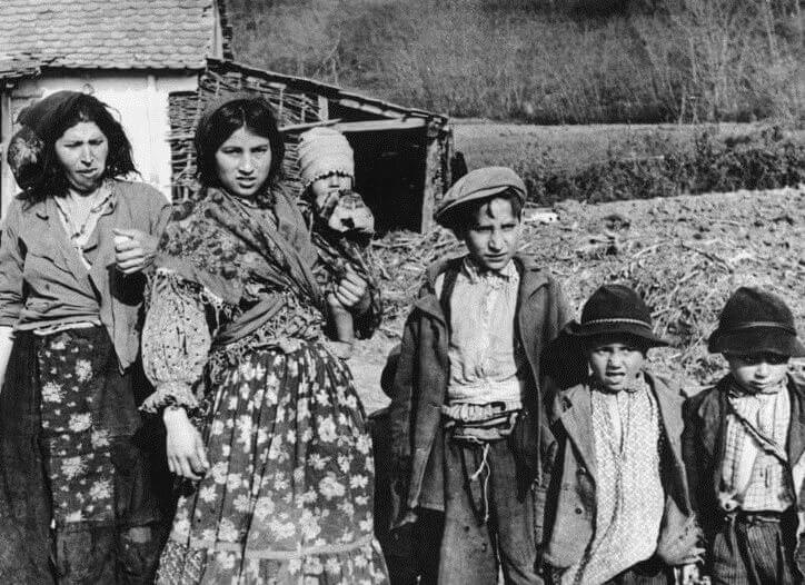Tracing the Legacies of the Roma Genocide: Families as Transmitters of Experience and Memory