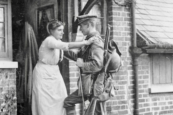 National Service, Personal Sacrifice: The Cultural Politics of Mourning Mothers during and after the First World War