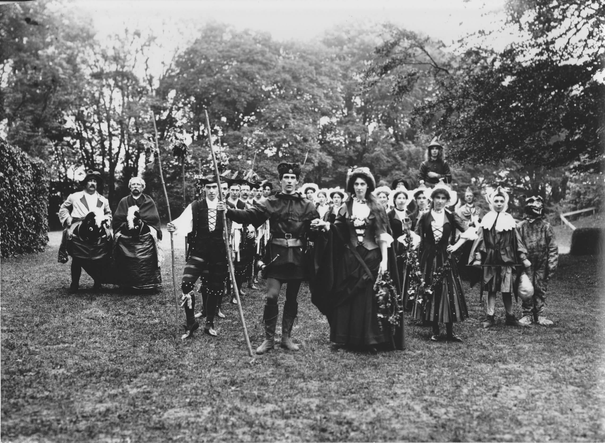 Pageant fever! Historical pageants and the British past