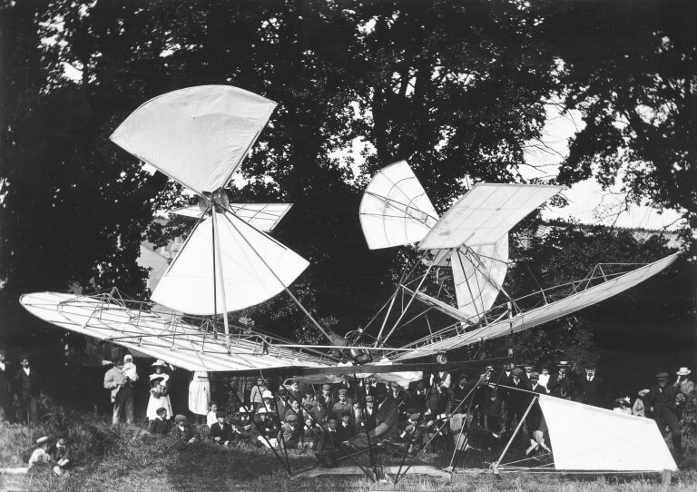 Phitograoh from National Archives of early flying machine