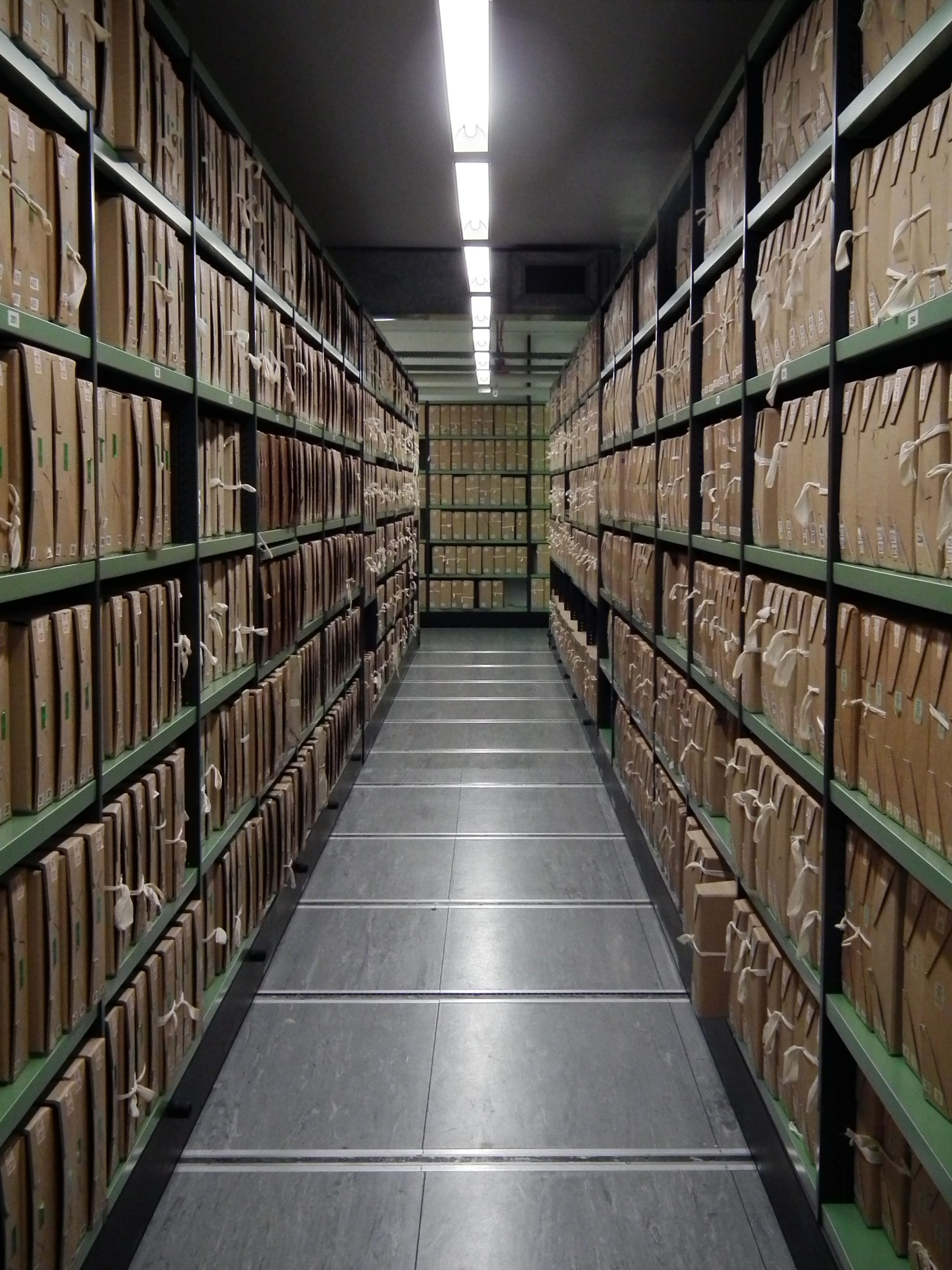 A_corridor_of_files_at_The_National_Archives_UK[1]